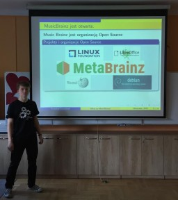 Stanisław Szcześniak presenting about MusicBrainz